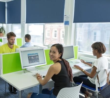 Kaplan International London Leicester Öğrenciler